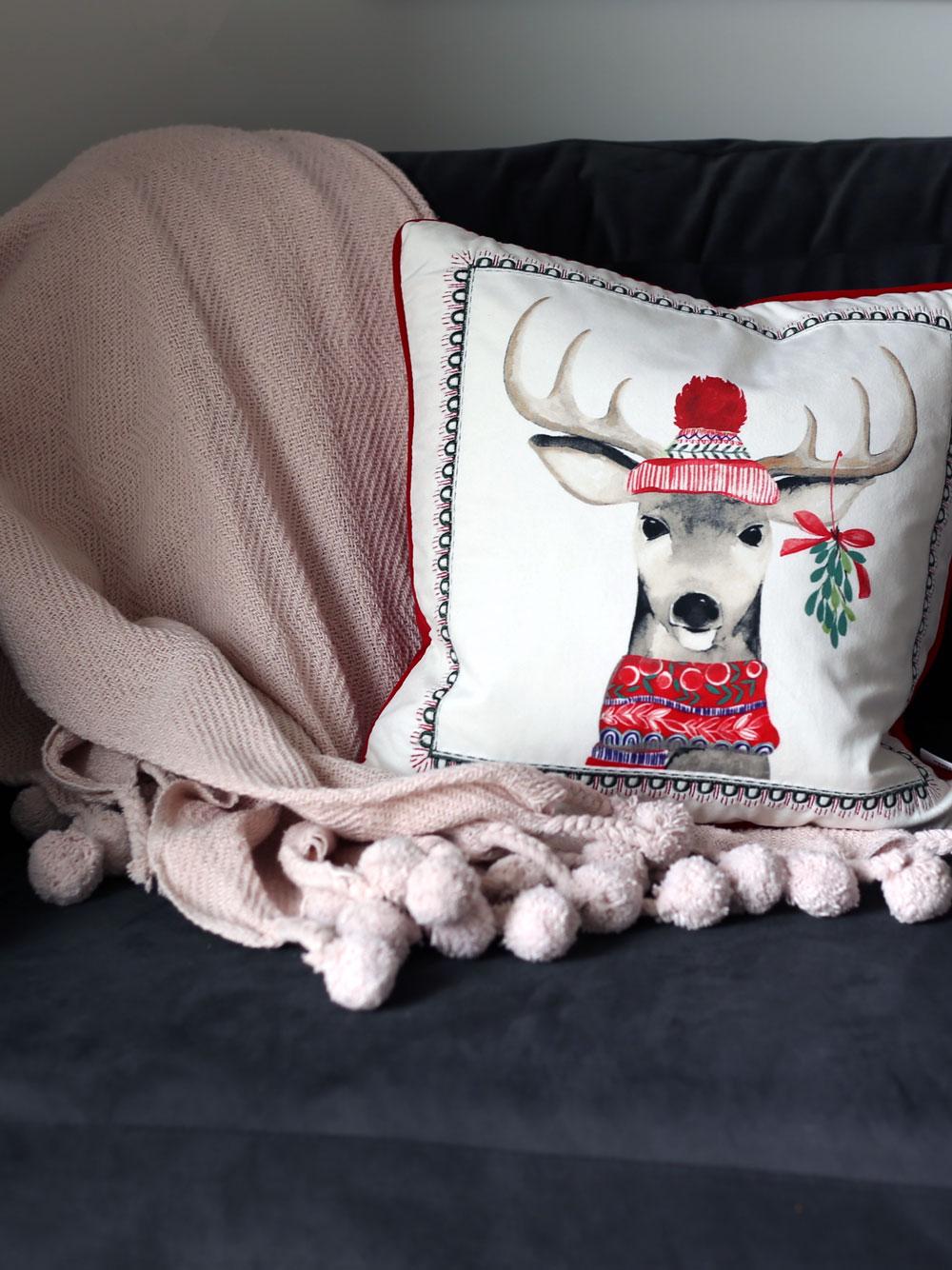 holiday-reindeer-pillow